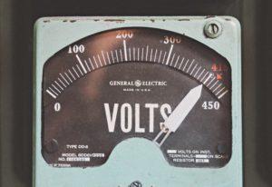 Best Ebike Battery: Voltmeter reading 400 volts
